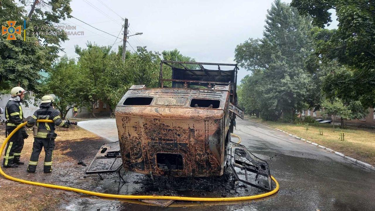 В Харькове во время езды загорелся грузовик «КАМАЗ», - ФОТО, ВИДЕО, фото-2