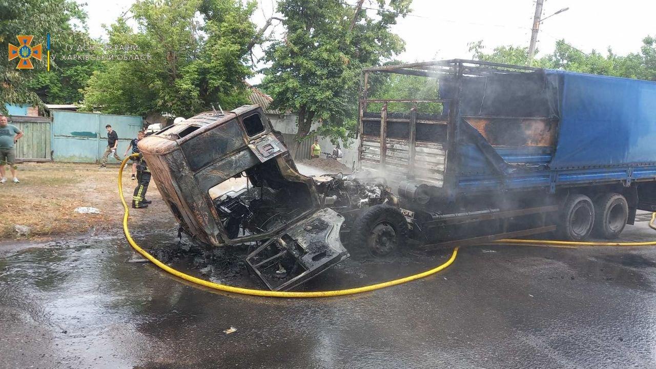 В Харькове во время езды загорелся грузовик «КАМАЗ», - ФОТО, ВИДЕО, фото-1