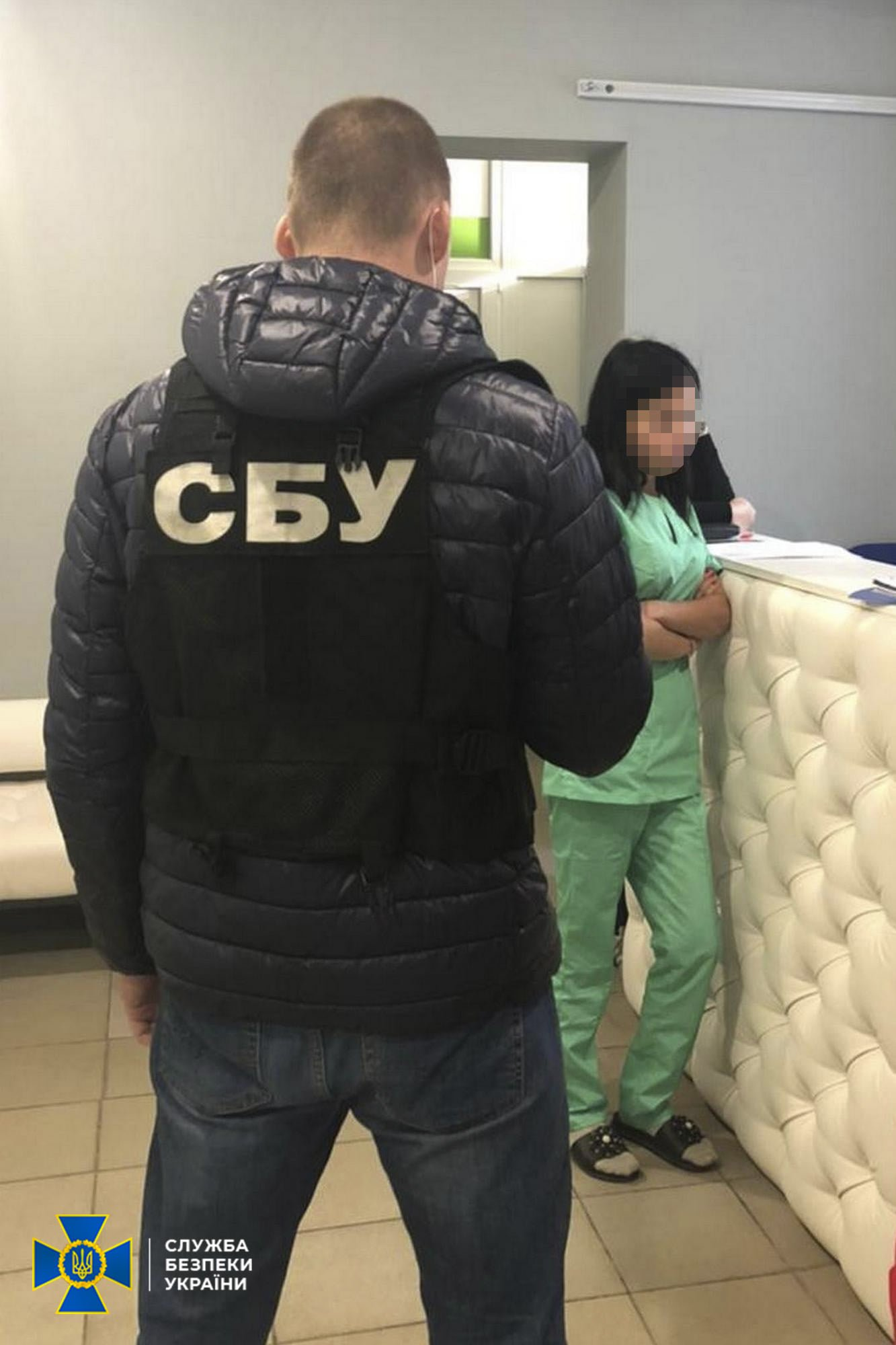 Подделывали ПЦР-тесты зараженным и зарабатывали до миллиона гривен: на Харьковщине СБУ разоблачила частную клинику и туроператора, - ФОТО, фото-1