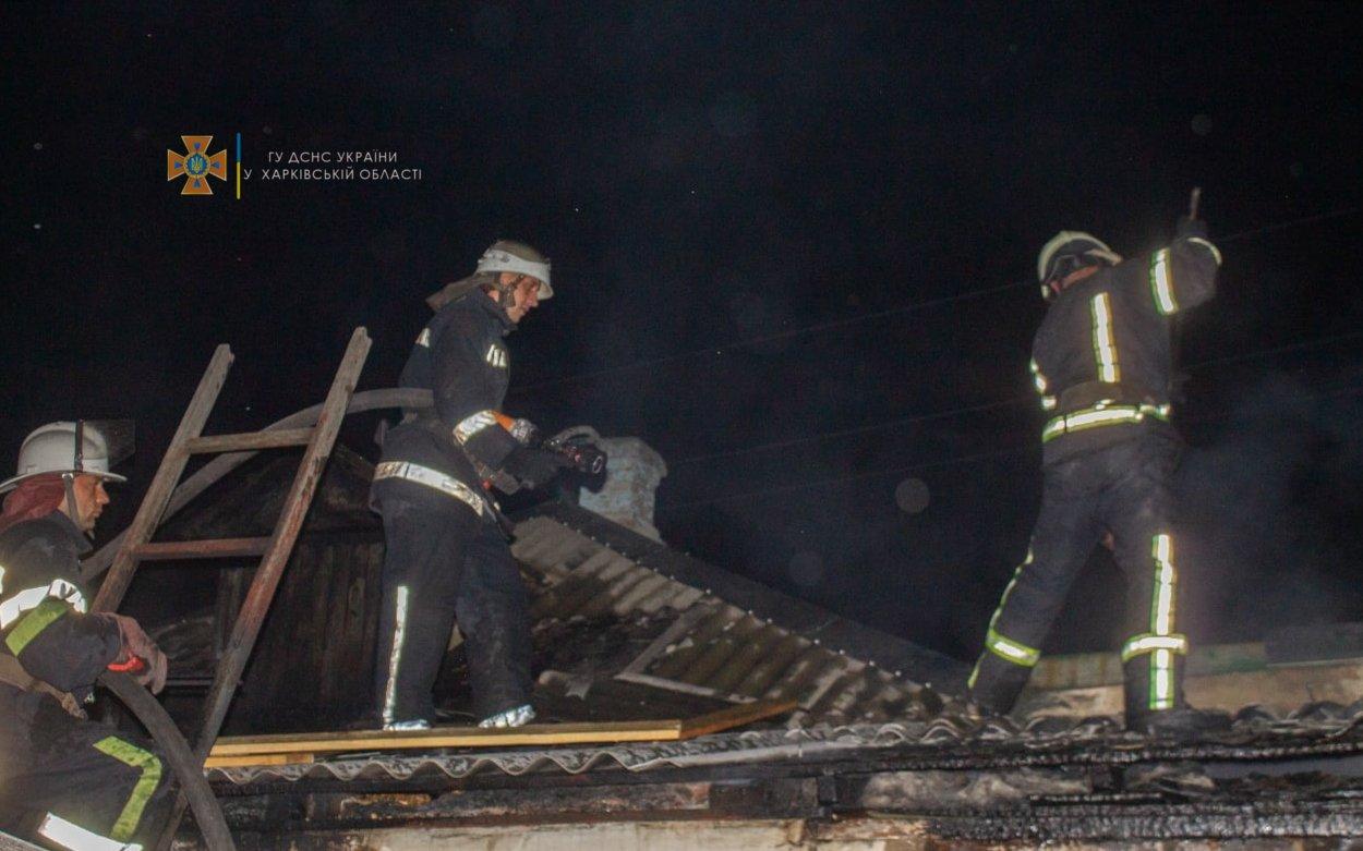 На Харьковщине из-за короткого замыкания загорелся частный дом: спасатели более четырех часов тушили пожар, - ФОТО, фото-1