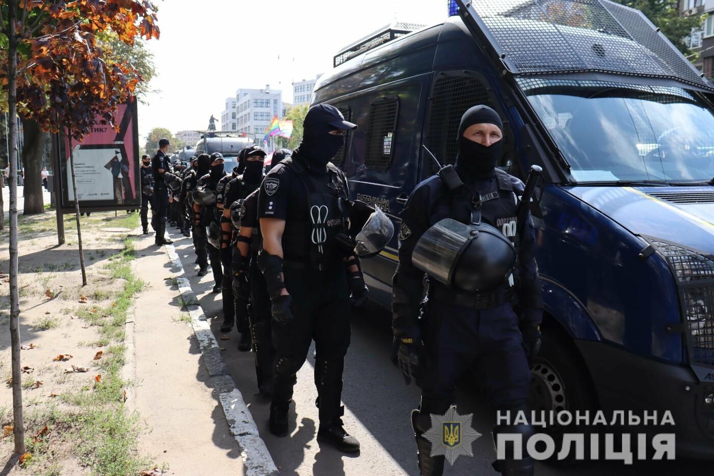 ЛГБТ-марш в центре Харькова: участников события охраняли более 1,2 тысячи силовиков с 40 единицами спецтехники, - ФОТО, фото-4