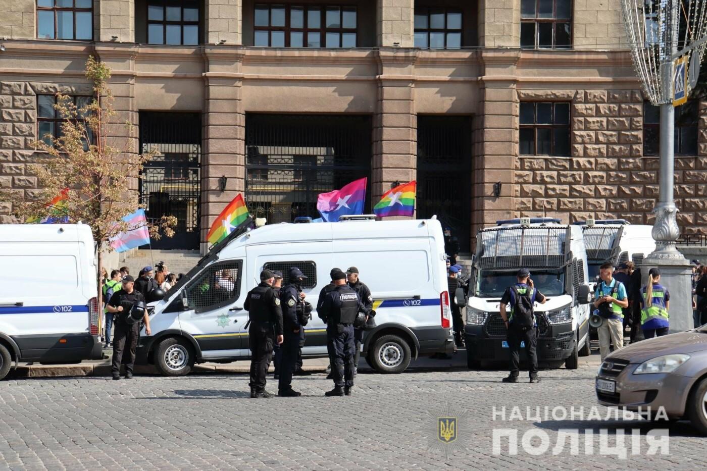 ЛГБТ-марш в центре Харькова: участников события охраняли более 1,2 тысячи силовиков с 40 единицами спецтехники, - ФОТО, фото-5