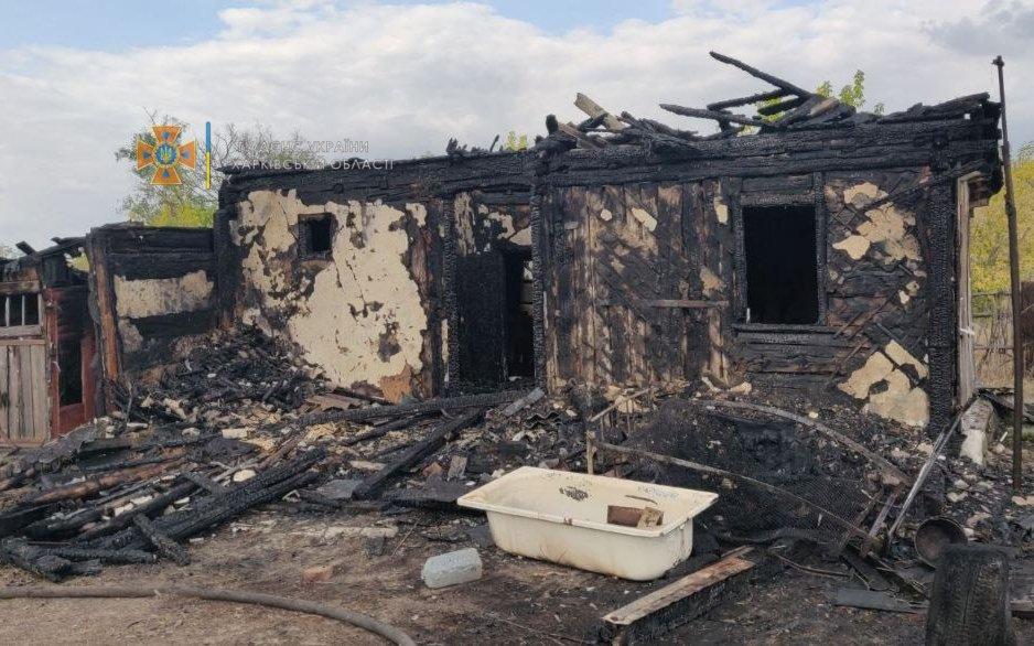 На Харьковщине спасатели четыре часа тушили пожар в частном доме: пожилая хозяйка получила ожоги, - ФОТО, фото-1