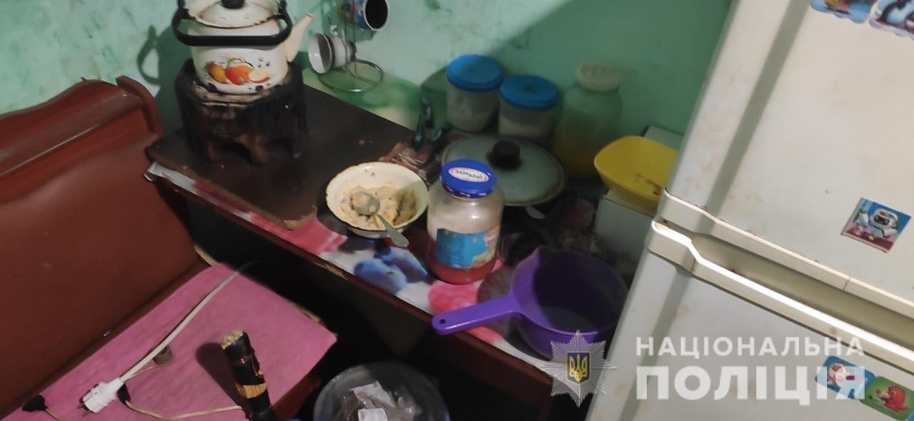 На Харьковщине полиция у пьяной матери в общежитии забрала ее 10-летнюю дочь: ребенок доставлен в больницу, - ФОТО, фото-2