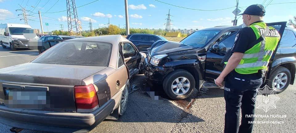 В Харькове столкнулись внедорожник и легковое авто: пострадали пассажиры обеих машин, - ФОТО, фото-1