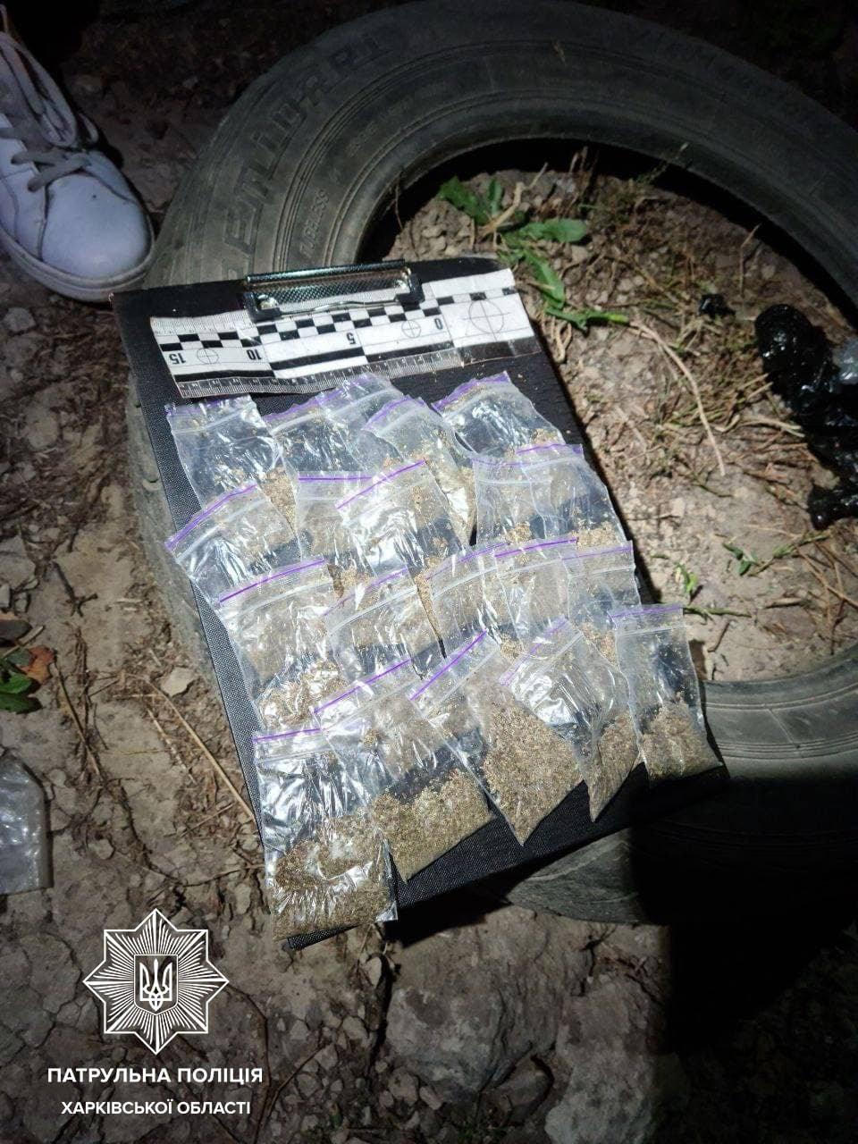 Прикапывали наркотики в землю: в Харькове полицейские задержали двух «закладчиков», - ФОТО, фото-2